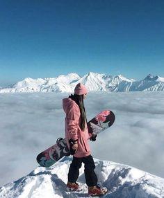 The best snowboards for adventurous women - Outdoor Click Ski Et Snowboard, Snowboard Girl, Snowboard Cake, Snowboard Design, Best Snowboards, Burton Snowboards, Mode Au Ski, Snowboarding Style, Snow