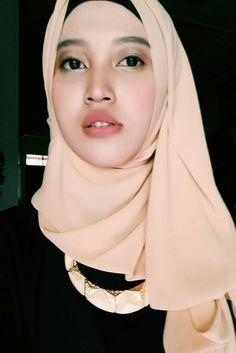 Simple hijab + simple makeup