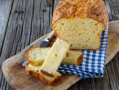 Invite the friends over, it's time for a braai. Celebrate good times with this delicious and easy to make cream style sweetcorn bread. Bread Machine Recipes, Bread Recipes, Cheesy Cornbread, Pumpkin Tarts, Biltong, Butter Beans, Stuffed Pasta Shells, Bread And Pastries, Instant Yeast