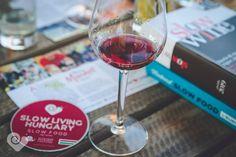Slow Living Hungary csiga jelölések landoltak országszerte! Ki kapta az elsőt Egerben? Let's go Slow! Slow Food, Slow Living, Hungary, Red Wine, Alcoholic Drinks, Glass, Philosophy, Drinkware, Corning Glass