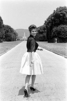 Sophia Loren's Iconic Style In Photos - HarpersBAZAAR.com