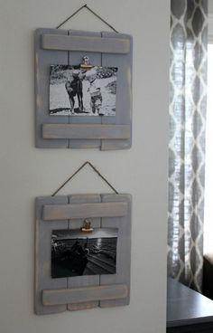 DIY met pallets: maak mooie landelijke fotolijsten van pallet hout. Makkelijk te maken en perfect voor een landelijk interieur. Verf lijstjes grijs en schuur ze nog eens, voor een oude look.