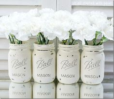 Mason Jars The Annie Sloan Chalk Paint mason jar collection. Painted in Old White.The Annie Sloan Chalk Paint mason jar collection. Painted in Old White. Annie Sloan Chalk Paint Mason Jars, Annie Sloan Paints, Distressed Mason Jars, Painted Mason Jars, Mason Jar Projects, Mason Jar Crafts, Pot Mason Diy, Pots Mason, Chalk Paint Projects