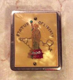 Vintage Statue of Liberty souvenir ladies make up compact