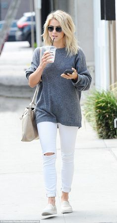 Julianne Hough flashes a peek of lavish engagement ring for LA day out Cooling down: Julianne Hough, looked casual in a grey jumper and white skinny jeans as she stepped out and about in Los Angeles on Thursday Jeans Skinny Blanc, White Skinny Jeans, White Denim, Ripped Denim, Distressed Denim, Look Fashion, Autumn Fashion, Fashion Outfits, Fashion Tips