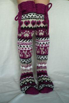 Taikutti: Kissan uni -sukat vol 2 Loom Knitting, Knitting Socks, Hand Knitting, Stocking Tights, Wool Socks, Knee Socks, Leg Warmers, Knit Crochet, Knitwear
