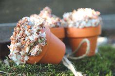 Egen hemmagjord fågelmat – gör så här Planter Pots, Birds, Garden, Diy, Butterflies, Bricolage, Bird, Lawn And Garden, Gardens
