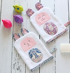 Bath Time Buddies - A Spoonful of Sugar Pdf Sewing Patterns, Sewing Tutorials, Sewing Crafts, Sewing Projects, Green Zebra, Charm Quilt, Handmade Cosmetics, Pouch Tutorial, Drawstring Pouch