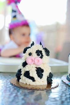 This adorable baby cow was the smash cake for a very special 1st birthday.