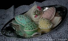 Sugar eggs for Easter by incredible sugar artist Donatella Semalo of Italy...