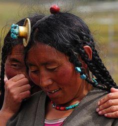 Tibetan བོད་པ Gossip World Population, Photographs Of People, Tibetan Buddhism, Culture, Interesting Faces, People Around The World, Gossip, Beautiful People, Portrait