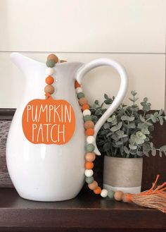 23 Clever DIY Christmas Decoration Ideas By Crafty Panda Thanksgiving Crafts, Fall Crafts, Holiday Crafts, Christmas Diy, Pumpkin Crafts, Wood Bead Garland, Beaded Garland, Bead Crafts, Diy Crafts