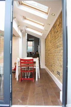 Take a look at our kitchen extension and side return gallery. View our variety of Extensions in the capital. Kitchen Extension Side Return, Kitchen Diner Extension, Side Extension, Glass Extension, Extension Ideas, Living In London, London House, Bungalow Extensions, House Extensions
