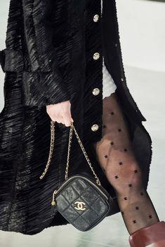 Chanel Fall 2020 Ready-to-Wear Fashion Show - Vogue Fashion Week, Fashion 2020, Fashion Brands, Fashion Show, Fashion Design, Vogue Paris, Chanel Spring 2017, Fashion Beauty, Luxury Fashion