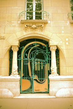 French Art Nouveau Castel Béranger, Paris by Hector Guimard Architecture Parisienne, Architecture Art Nouveau, Architecture Details, Parisian Architecture, Architecture Images, Art Deco, Art Nouveau Arquitectura, Cool Doors, Entry Gates