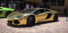 Gold wrapped Lamborghini Aventador LP700-4 is pulled over by the police...