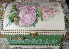 Shabby Chic Boxes, Cigar Box Crafts, Decoration Shabby, Decoupage Box, Altered Boxes, Jewellery Boxes, Vintage Box, Bottle Crafts, Wooden Boxes