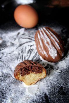 Madeleines enrobées de chocolat et coeur Nutella   La cuisine de Josie