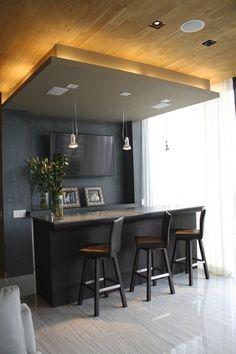 Casa SS. Bar / Barra de granito / Iluminación lámparas decorativas / Bancos de piel / Elementos decorativos. Código Z Arquitectos.