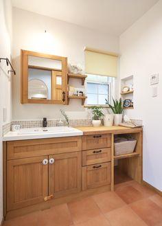 愛知県豊明市のお家♪ 真っ白塗り壁のプロヴァンスな外観ととカントリーインテリアのお家です!・・・ #カトゥール は#愛知 #岐阜 #三重 を中心に#珪藻土 や#漆喰 #無垢材 をつかった#かわいい家 を造っています ・ #キッチン は無垢トビラのオリジナル#オーダーキッチン が標準です。本棚やテレビボードなどの#造作家具 もデザインしています ・ #プロヴァンス や#フレンチカントリー #レンガ のお家といった#輸入住宅 の#デザイン を活かしながら #ナチュラルインテリア や#男前インテリア #カフェ風 インテリアなど、お客様の希望する#暮らし に合わせた#お家 の提案をさせて頂いております ・ #新築 の#注文住宅 から大規模な#リフォーム、 #キッチン や洗面などのプチ#リノベーション まで#おうち に関わることならなんでもやっています♪ ・ #マイホーム の計画や、今のお#家 の建替えや#DIY を計画されている方は、お気軽にお問い合わせください! ・ ・ ※東海三県以外の方からのお問い合わせも大歓迎です♪ Washroom, Powder Room, Double Vanity, Laundry Room, Toilet, House Design, Interior Design, Architecture, Storage