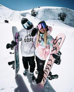 Sneaker Outfits, Tomboy Outfits, Snowboarding Style, Snowboarding Women, Ski Outfit Herren, Sneaker Trend, Snowboard Girl, Sneakers Mode, Ski Season