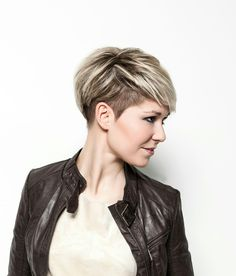 23 Stylische Pixie-Haarschnitt-Ideen - hair styles for short hair Summer Hairstyles, Girl Hairstyles, Hairstyles 2018, Funny Hairstyles, Newest Hairstyles, Pixie Undercut Hair, Short Undercut Hairstyles, Pixie Cut With Undercut, Pixie Haircut For Thick Hair