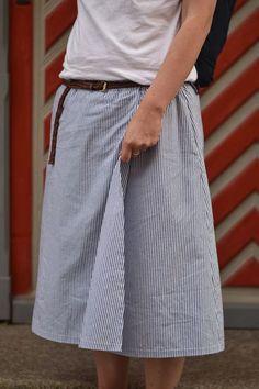 Für den Sommer wollte ich viele Röcke nähen. Da dachte ich auch noch, das es richtig warm werden wird. Nun ja wir kennen was daraus geworden...