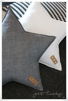 get lucky: ✰ Star Cushion - Nähprojekte - Cool Decorative Pillows Sewing Crafts, Sewing Projects, Sewing Diy, Star Cushion, Diy Bebe, Diy Accessoires, Baby E, Baby Pillows, Sew Ins