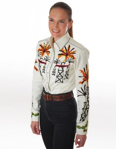 Handmade Western Shirt with Chain Stitch Embroidery. Available for Men and Women in all sizes. Mother-of-pearl snap buttons, shotgun cuffs, piped pockets, relaxed fit. Chain Stitch Embroidery, Embroidery Stitches, Western Shirts, Western Wear, Rodeo, San Antonio, Custom Made, Westerns, Christmas Sweaters