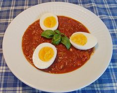 Chefkoch.de Rezept: Gekochte Eier in pikanter Tomatensauce