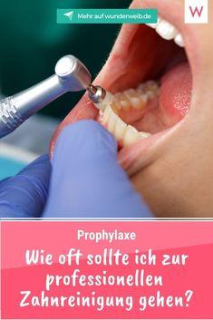 Eine professionelle Zahnreinigung hat so gut wie jeder schon mal machen lassen. Aber wie oft sollte die Prophylaxe gemacht werden - und ist sie überhaupt sinnvoll?