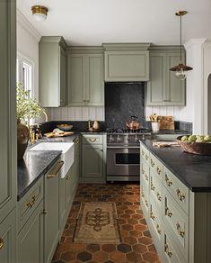 Green Kitchen Paint, Sage Green Kitchen, Green Kitchen Island, Green Kitchen Cabinets, Kitchen Cabinet Colors, Painting Kitchen Cabinets, Kitchen Colors, New Kitchen, Kitchen Ideas