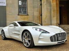 Aston Martin is known around the world as one of the premier luxury car makers. The Aston Martin Vulcan is a track-only supercar Maserati, Lamborghini, Ferrari, Auto Jeep, Cars Auto, Sexy Cars, Hot Cars, Aston Martin One 77, Martin Car
