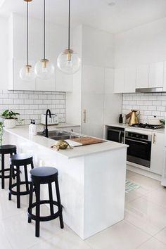 New Modern White Kitchen Ideas Interior Design Kitchen Interior modern white simple kitchen White Kitchen Decor, White Kitchen Cabinets, Kitchen Colors, Home Decor Kitchen, Kitchen Furniture, New Kitchen, Home Kitchens, Kitchen Ideas, Mini Kitchen