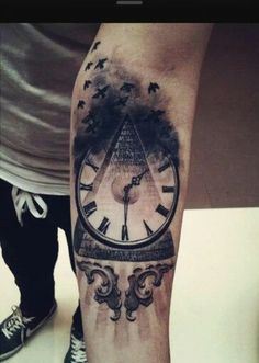 Clock w/ Pyramid