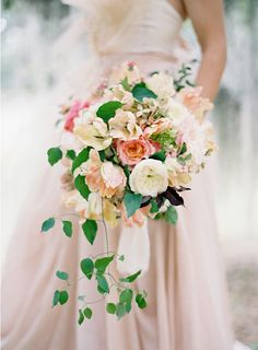 the colors in this bouquet are lovely!