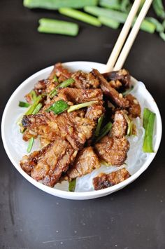This recipe for Vegan Mongolian Beef with Rice Noodles with be loved by meat eaters and vegetarians alike. The noodles may be substituted for rice. Seitan Recipes, Veggie Recipes, Indian Food Recipes, Whole Food Recipes, Veggie Meals, Yummy Recipes, Healthy Eating Recipes, Vegan Snacks, Vegan Beef