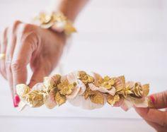 Diseños al detalle.  #sisterstocados #coronasdeflores #flowercrowns #novias #bodas #wedding #tocados #pulserasbonitas #pulserasdeflores #brides #bridal #bridalaccessories #muysisters #invitadas #invitadasboda #invitadaperfecta