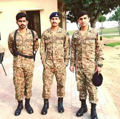 Pak Army Soldiers, Army Pics, Pakistan Armed Forces, Pakistan Army, Air Force, Harem Pants, Handsome, Navy, Blood