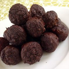 G butter Chocolate Donut Holes! Only 26 Calories Full Recipe: http://www.gsweat.com/#!donute-holes/c1ts8