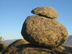 Aunque tenemos muchas, esta es la piedra más emblemática de nuestro pueblo: es la Tapa de la Olla