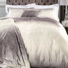 Ombre AND velvet, does bedding get any more beautiful!? 😍 Shop now through the link in our bio. #bedding #bed #velvet #ombre #home #homeware #homeinterior #homedecor #interior #decor #sunday #morning