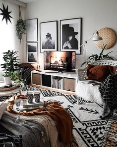 Retro Vintage Decoration: The Secrets For A Better Interior Design Mixture of patterns decor, monochrome decor, bedroom decor, rust details with monochrome bedroom - Beliebt Dekoration Vintage Wohnung Boho Living Room, Interior Design Living Room, Living Room Designs, Design Bedroom, Bedroom Ideas, Living Room Decor For 2019, Living Room Decor Ideas Brown, Living Room Decor Navy Blue, Large Mirror Living Room