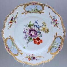 Meissen um 1770: Teller mit Manierblumen und Putten in Grisaille Malerei, Engel, Blumen, Putti, cupid, cupido, Rokoko, Punktzeit, cabinet plate, Prunkteller