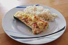 Gefüllte Zucchini mit Frischkäse, ein raffiniertes Rezept aus der Kategorie Gemüse. Bewertungen: 99. Durchschnitt: Ø 4,1.