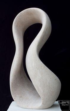 Giro, seitlich, aus Travertin, Stein Skulptur von Bildhauer Klaus W. Rieck                                                                                                                                                                                 Mehr