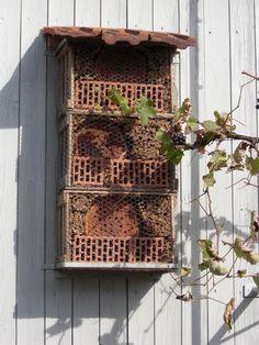 Insektenhotel Bug Hotel, Insect Hotel, Mason Bees, Bee House, Garden Bugs, Hotel California, Ladybugs, Lodges, Bird Feeders