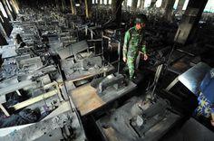 Bangladesch: Rund 1000 Menschen arbeiteten in der Tazreen-Fabrik nahe Dhaka: Mehr als 100 von ihnen kamen bei einem verheerenden Brand ums Leben