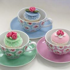 Cath Kidston Inspired Cupcakes http://thecupcakedailyblog.com/cath-kidston-inspired-cupcakes/