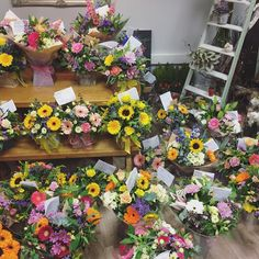 A glimpse of the #MothersDay madness @willow_floristry. Thank you to all of our wonderful customers. We hope you all had some very happy Mama's #flowerstagram #flowers #flowershop #verwoodflorists